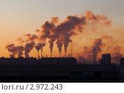 Купить «Дымящие трубы предприятий на рассвете в холодном зимнем воздухе», эксклюзивное фото № 2972243, снято 23 ноября 2011 г. (c) Родион Власов / Фотобанк Лори