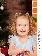 Купить «Маленькая красивая девочка у новогодней елки», фото № 2979655, снято 24 сентября 2018 г. (c) Ольга Хорькова / Фотобанк Лори