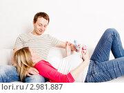 Купить «Счастливая семья в ожидании ребенка», фото № 2981887, снято 24 сентября 2018 г. (c) Ольга Хорькова / Фотобанк Лори