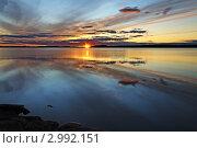 Купить «Закат на озере Поньгомозеро, северная Карелия», фото № 2992151, снято 5 августа 2011 г. (c) Сергей Трофименко / Фотобанк Лори
