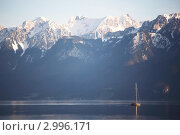 Купить «Женевское озеро, яхта, снежные горы на заднем плане», фото № 2996171, снято 22 февраля 2019 г. (c) Иван Михайлов / Фотобанк Лори