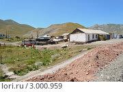 Двор дома в посёлке, Киргизия (2011 год). Редакционное фото, фотограф Dmitry Lameko / Фотобанк Лори