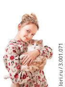 Купить «Девочка держит кошку на руках», фото № 3001071, снято 9 апреля 2020 г. (c) Маргарита Бородина / Фотобанк Лори