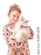 Купить «Портрет девочки с любимой кошкой на руках», фото № 3001079, снято 9 апреля 2020 г. (c) Маргарита Бородина / Фотобанк Лори