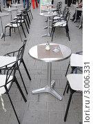 Купить «Городское уличное кафе», фото № 3006331, снято 5 октября 2011 г. (c) Федор Королевский / Фотобанк Лори