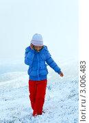 Купить «Девочка на зимнем горном склоне говорит по телефону», фото № 3006483, снято 16 октября 2011 г. (c) Юрий Брыкайло / Фотобанк Лори