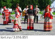 Купить «Выступление фольклорного ансамбля «ВЕНЕЦ»», фото № 3016851, снято 13 августа 2011 г. (c) ElenArt / Фотобанк Лори