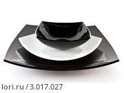Пустые черные и белые тарелки. Стоковое фото, фотограф Фотиев Михаил / Фотобанк Лори
