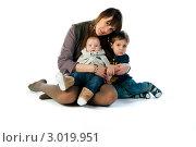 Купить «Любящая мама с сыновьями», эксклюзивное фото № 3019951, снято 1 декабря 2011 г. (c) Куликова Вероника / Фотобанк Лори