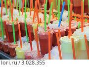 Купить «Прохладительные коктейли во льду», фото № 3028355, снято 2 сентября 2011 г. (c) Денис Ларкин / Фотобанк Лори