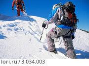 Купить «Группа альпинистов в горах», фото № 3034003, снято 22 октября 2018 г. (c) Monkey Business Images / Фотобанк Лори