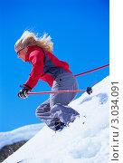 Купить «Девушка катается на лыжах в горах», фото № 3034091, снято 25 мая 2020 г. (c) Monkey Business Images / Фотобанк Лори