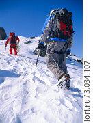 Купить «Альпинисты в горах», фото № 3034107, снято 22 октября 2018 г. (c) Monkey Business Images / Фотобанк Лори