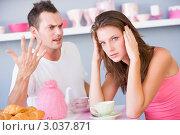 Купить «Молодые девушка и парень ругаются за завтраком», фото № 3037871, снято 22 января 2007 г. (c) Monkey Business Images / Фотобанк Лори