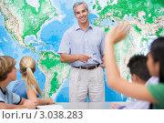 Купить «Урок географии в школе», фото № 3038283, снято 14 октября 2007 г. (c) Monkey Business Images / Фотобанк Лори
