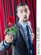Купить «Элегантный молодой мужчина от всего сердца дарит красную розу», фото № 3039287, снято 3 октября 2011 г. (c) Elnur / Фотобанк Лори