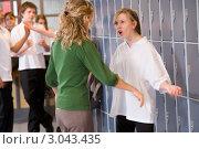 Купить «Учительница и ученица ругаются в школьном коридоре», фото № 3043435, снято 13 февраля 2007 г. (c) Monkey Business Images / Фотобанк Лори