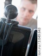 Купить «Человек сидит перед веб-камерой на мониторе», фото № 3049643, снято 20 января 2007 г. (c) Monkey Business Images / Фотобанк Лори
