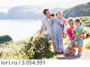 Купить «Семья смотрит в бинокль на море с горы», фото № 3054991, снято 29 августа 2007 г. (c) Monkey Business Images / Фотобанк Лори