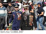 Купить «Москва, народные гулянья 9 мая 2011 года», эксклюзивное фото № 3060347, снято 9 мая 2011 г. (c) Дмитрий Неумоин / Фотобанк Лори