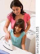 Купить «Мама учит дочку гладить белье», фото № 3061515, снято 4 октября 2007 г. (c) Monkey Business Images / Фотобанк Лори