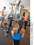 Купить «Люди тренируются в спортивном зале», фото № 3065927, снято 9 октября 2007 г. (c) Monkey Business Images / Фотобанк Лори