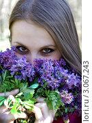 Девушка с весенними цветами. Стоковое фото, фотограф Игорь Ткачёв / Фотобанк Лори