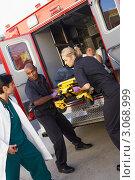 Купить «Доктор принимает пациента у медработников скорой помощи», фото № 3068999, снято 6 декабря 2005 г. (c) Monkey Business Images / Фотобанк Лори