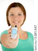 Купить «Девушка шатенка держит в руке модель мобильного телефона», фото № 3081647, снято 1 октября 2008 г. (c) Monkey Business Images / Фотобанк Лори