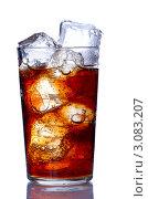 Купить «Ледяная кола в стакане», фото № 3083207, снято 30 июля 2020 г. (c) Николай Охитин / Фотобанк Лори
