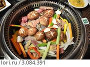 Купить «Приготовление еды во встроенном в стол барбекю в ресторане в Улан-Баторе», фото № 3084391, снято 15 сентября 2011 г. (c) Юлия Батурина / Фотобанк Лори
