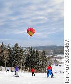 Купить «Уроки для начинающих горнолыжников разного возраста, Сорочаны, Подмосковье», фото № 3088467, снято 17 июня 2019 г. (c) Fro / Фотобанк Лори