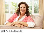 Купить «Портрет улыбающейся отдыхающей женщины в кресле», фото № 3089135, снято 10 августа 2009 г. (c) Monkey Business Images / Фотобанк Лори