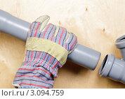 Купить «Установка сточных труб», фото № 3094759, снято 3 апреля 2011 г. (c) Дмитрий Наумов / Фотобанк Лори