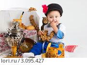 Купить «Маленький мальчик в русском народном костюме», фото № 3095427, снято 19 декабря 2011 г. (c) Екатерина Тарасенкова / Фотобанк Лори