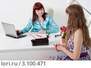 Купить «Молодая женщина проходит собеседование при приеме на работу», фото № 3100471, снято 5 июня 2011 г. (c) Сергей Дубров / Фотобанк Лори