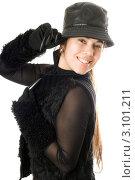 Купить «Портрет юной веселой брюнетки в шляпе», фото № 3101211, снято 23 ноября 2009 г. (c) Сергей Сухоруков / Фотобанк Лори
