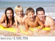 Купить «Семья с двумя детьми купается в море», фото № 3105759, снято 3 сентября 2010 г. (c) Monkey Business Images / Фотобанк Лори