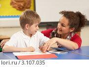 Купить «Светловолосый мальчик слушает учительницу на уроке в классе за партой», фото № 3107035, снято 16 февраля 2010 г. (c) Monkey Business Images / Фотобанк Лори