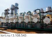 Вид на завод по переработке газа. Стоковое фото, фотограф Николай Забурдаев / Фотобанк Лори