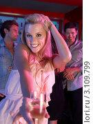 Купить «Улыбающаяся блондинка с бокалом шампанского в ночном клубе», фото № 3109799, снято 31 августа 2010 г. (c) Monkey Business Images / Фотобанк Лори