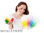Купить «Молодая женщина с красками и палитрой на белом фоне. Дизайнер интерьера.», фото № 3116819, снято 17 мая 2011 г. (c) Мельников Дмитрий / Фотобанк Лори