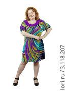 Полная некрасивая женщина в ярком платье на белом фоне. Стоковое фото, фотограф Яков Филимонов / Фотобанк Лори
