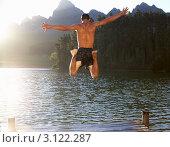Купить «Мужчина прыгает в озеро с причала», фото № 3122287, снято 22 февраля 2011 г. (c) Monkey Business Images / Фотобанк Лори