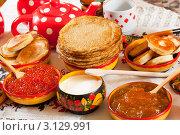Масленица: накрытый по русскому обычаю  стол с блинами и икрой. Стоковое фото, фотограф Яков Филимонов / Фотобанк Лори