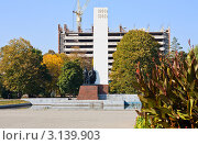 """Купить «Памятник """"Дружба народов"""" в городе Майкопе», фото № 3139903, снято 7 октября 2011 г. (c) LenaLeonovich / Фотобанк Лори"""