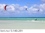 Кайтсёрфинг на побережье Кубы. Остров Кайо Гильермо в Атлантическом океане (2011 год). Стоковое фото, фотограф Юлия Машкова / Фотобанк Лори