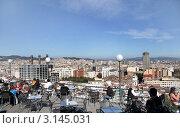 Кафе на крыше дома с видом на город. Испания.Барселона (2011 год). Редакционное фото, фотограф Ирина Батюта / Фотобанк Лори