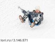 Купить «Девочка едет   по снежной горке на ледянке подняв руку вверх», эксклюзивное фото № 3146871, снято 10 января 2012 г. (c) Игорь Низов / Фотобанк Лори