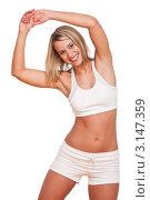 Купить «Портрет стройной молодой женщины, делает физические упражнения», фото № 3147359, снято 3 апреля 2009 г. (c) CandyBox Images / Фотобанк Лори